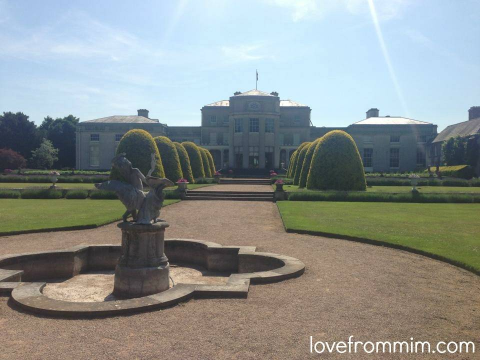 Tips for Emigrating with your family - www.lovefrommim.com Emigrating from Australia to the UK World Baggage Luggage Emigrating with your Family Shugborough Hall