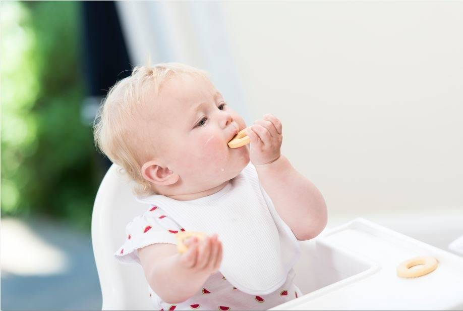 My 5 Best Baby Led Weaning Tips - lovefrommim.com How to do Baby Led Weaning Things everyone should know about Baby Led Weaning Baby Led Weaning First Foods How to do Baby Led Weaning Starting Solid Foods Starting your Baby on Solids How to do BLW Organix Baby Biscuits