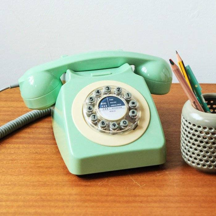 Christmas Gift Ideas for Dads + win a $150 Gift Card! lovefrommim.com Love from Mim Yellow Octopus 1960s Style Retro Telephone
