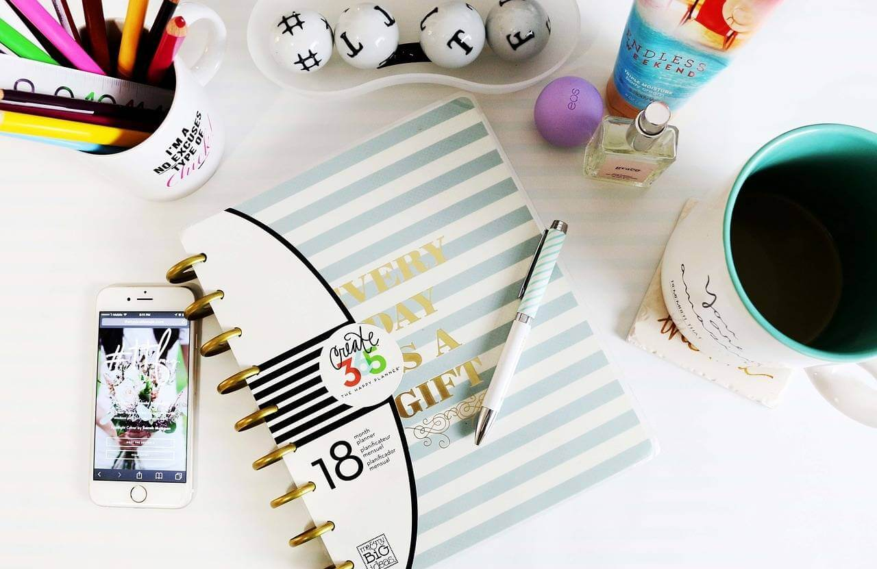 How to stop getting distracted and get things done! lovefrommim.com Love from Mim How to be more productive productivity tips How to beat distractions how to stop procrastinating how to get stuff done tips to avoid getting distracted